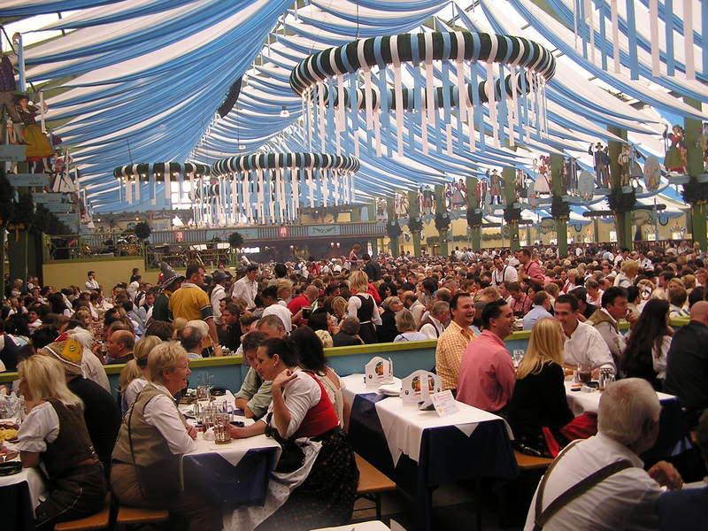 ai18.photobucket.com_albums_b150_Hitman065_Oktoberfest_Oktoberfest2006002.jpg