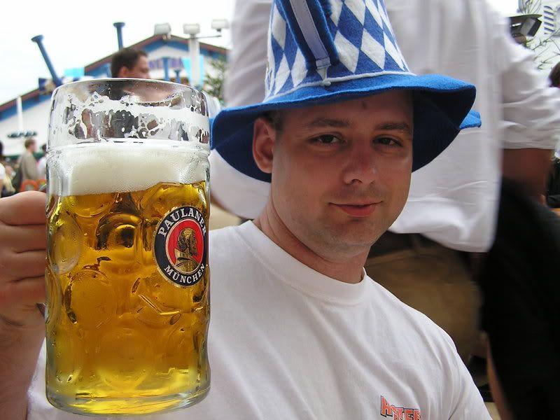 ai18.photobucket.com_albums_b150_Hitman065_Oktoberfest_Oktoberfest2006035.jpg