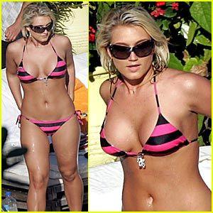 ajustjared.buzznet.com_headlines_2007_11_brooke_hogan_bikini_pictures.jpg